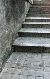 石畳とマンホールと兵庫2