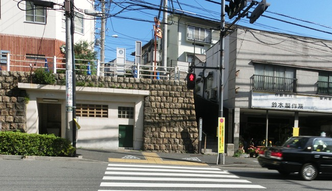 袖摺坂と牛込神楽坂駅