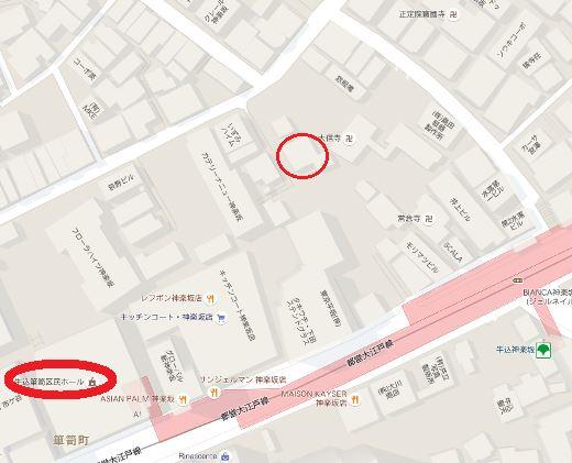 中央は尾崎紅葉の住居、左は箪笥区民ホール